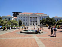 University of Berkeley: Hauptplatz mit Sproul Hall