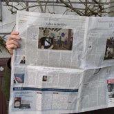 jemand liest Zeitung