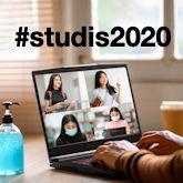Studentin vor dem Laptop im Online-Meeting während der Corona-Zeit