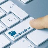 """Computertastatur, bei der statt großer Return-Taste """"Zweitstudium"""" steht"""